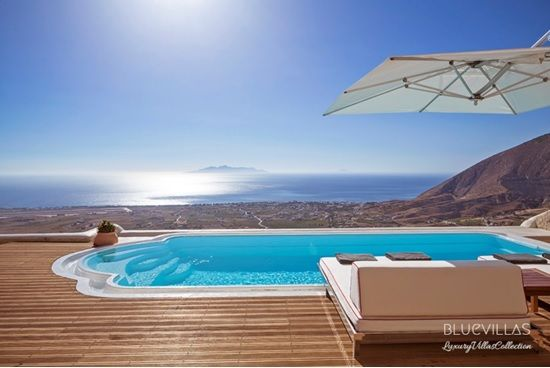 Five villas with an infinity pool bluevillascollection for Villas with infinity pools