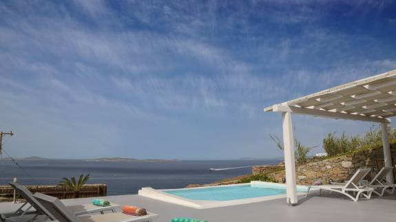 Mykonos luxury villa Delos View Maisonettes I in Houlakia