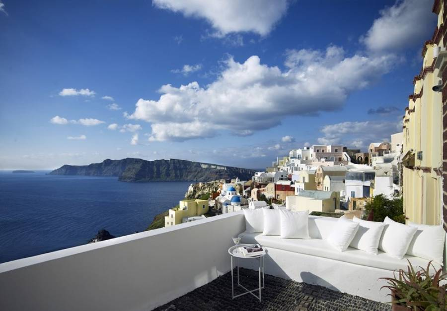Santorini luxury villa Captain's Mansion in Oia
