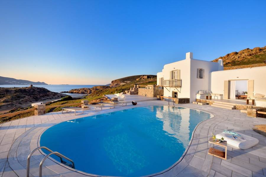 Mykonos luxury villa Leon in Ftelia