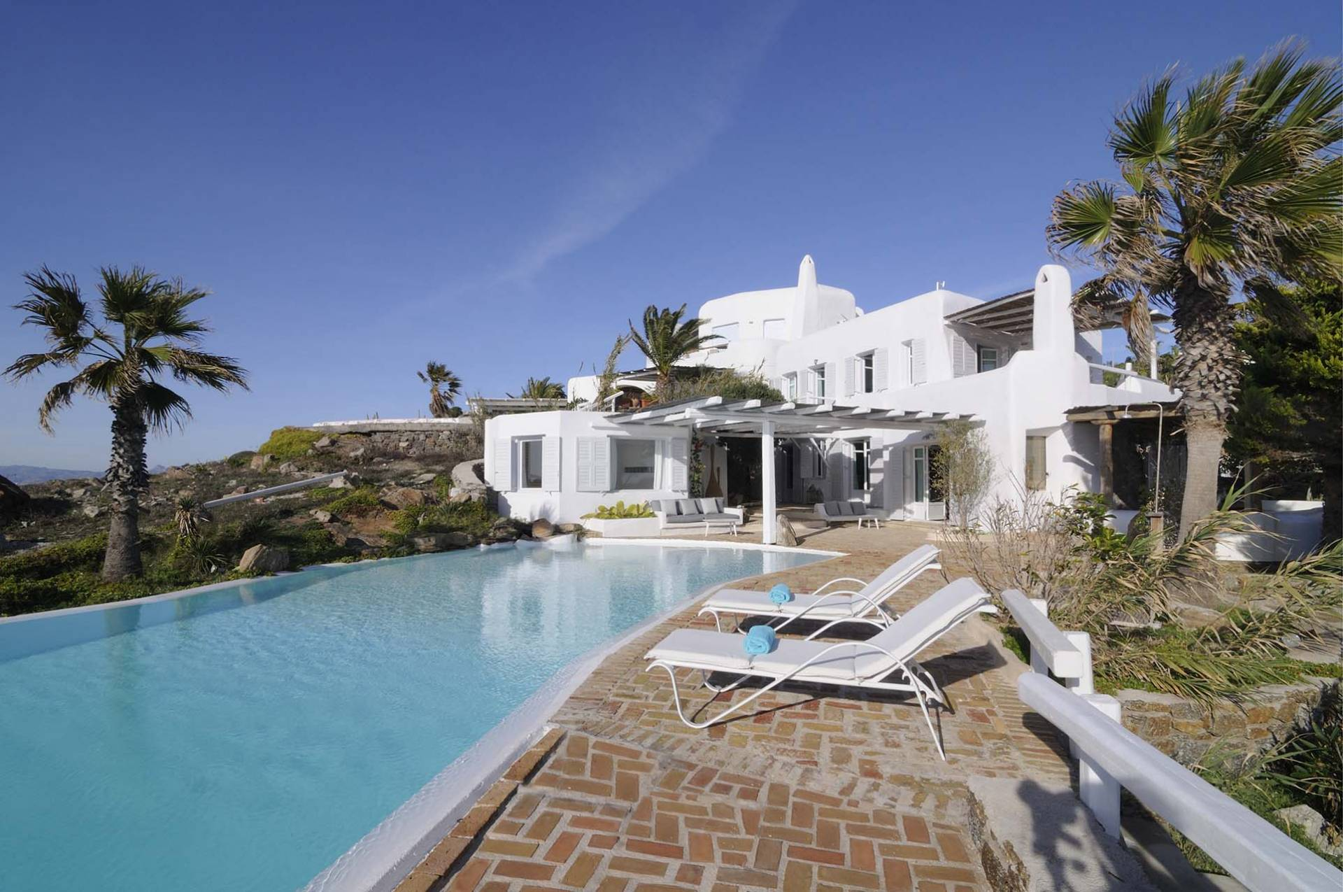 Mykonos luxury villa Claudine in Aleomandra