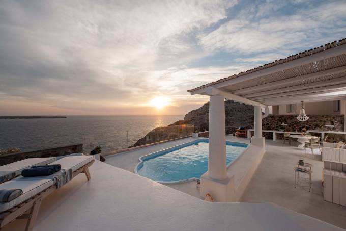 Santorini luxury villa Anais in Oia