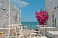 Paros, the laid-back entertainer