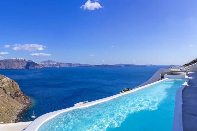 Santorini luxury villa Claudette in Oia