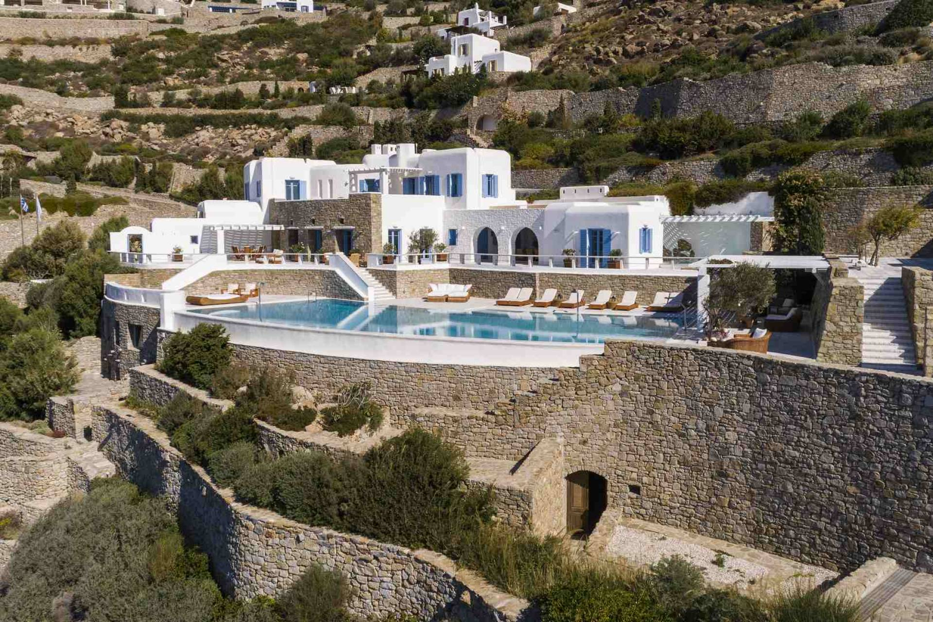 Mykonos luxury villa Queen Bee in Agios Lazaros