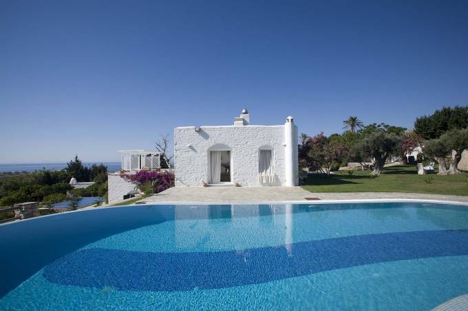 Paros luxury villa Placida in Sarakiniko