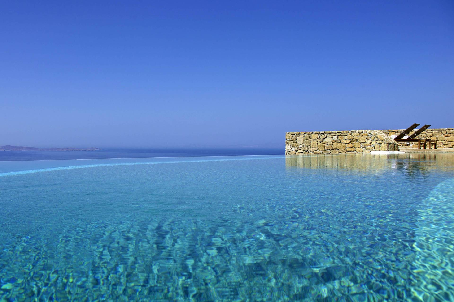 Mykonos luxury villa Aegean Treasure in Houlakia