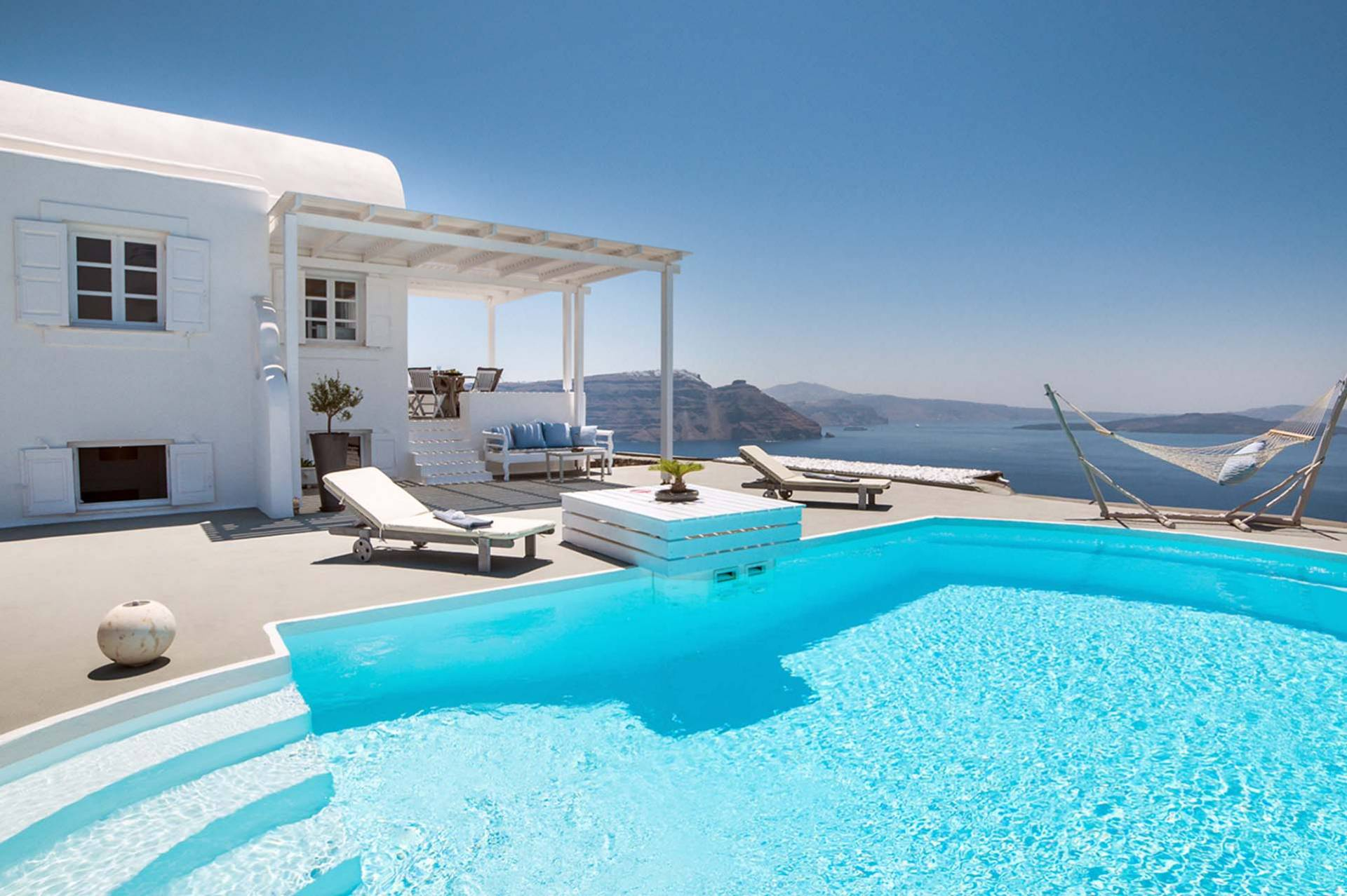 Santorini luxury villa Magma in Oia