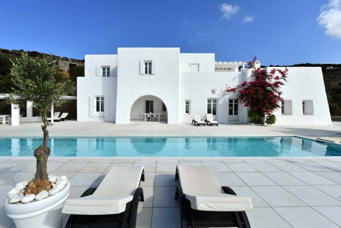 Paros luxury villa Mirabella in Costos