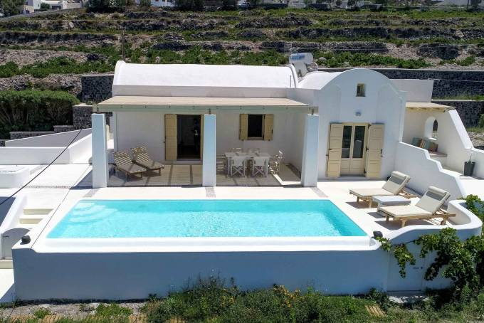 Santorini luxury villa Longina in Pyrgos