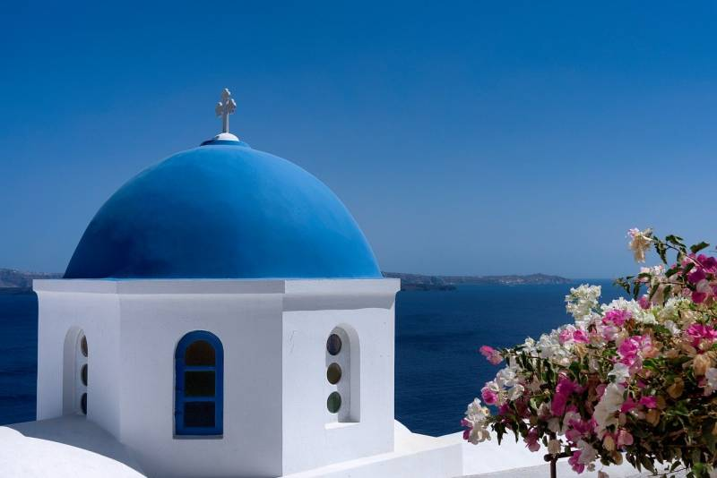 Top Spring-Time Yoga Spots in Santorini