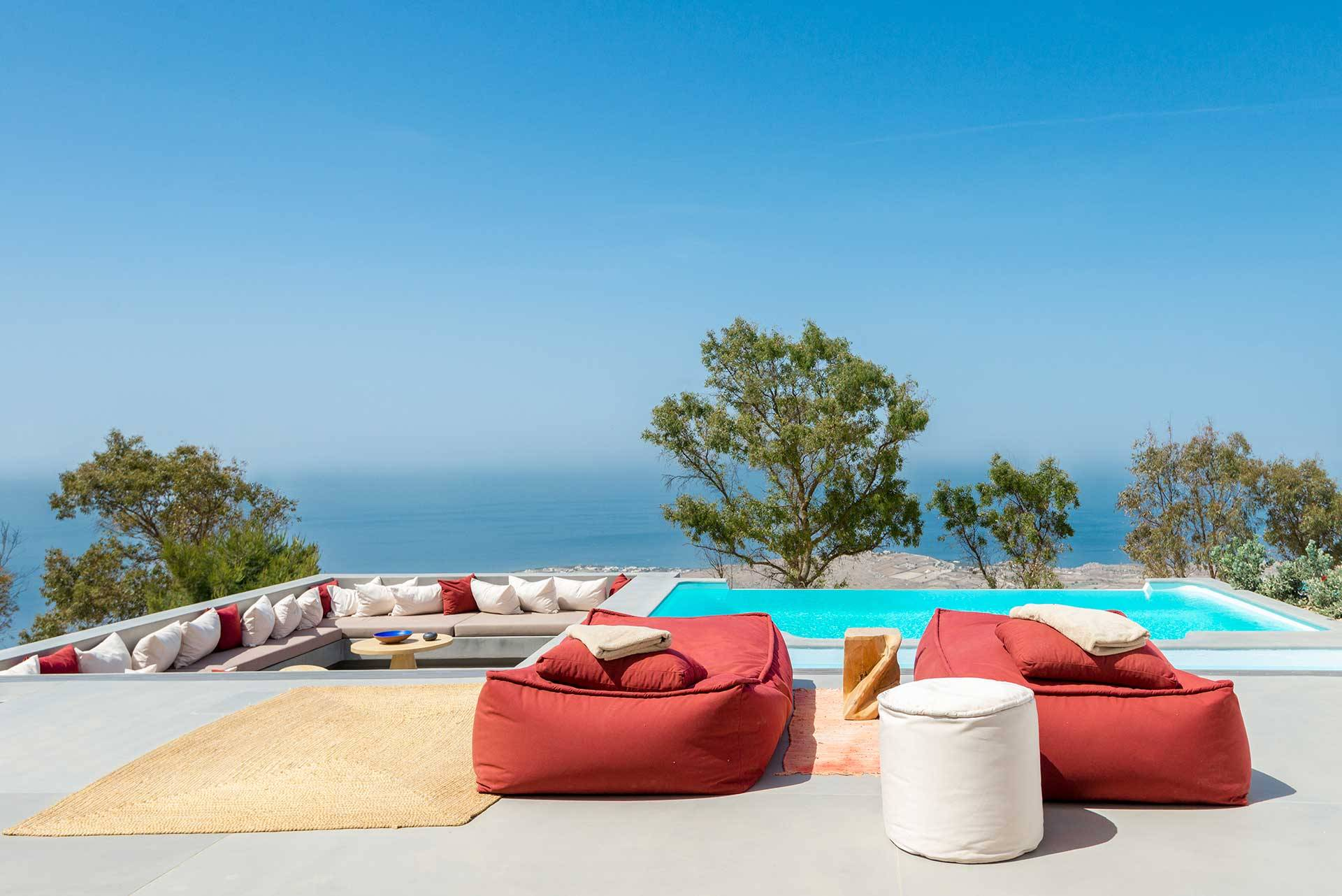 Santorini luxury villa Vista Retreat in Pyrgos Kallistis