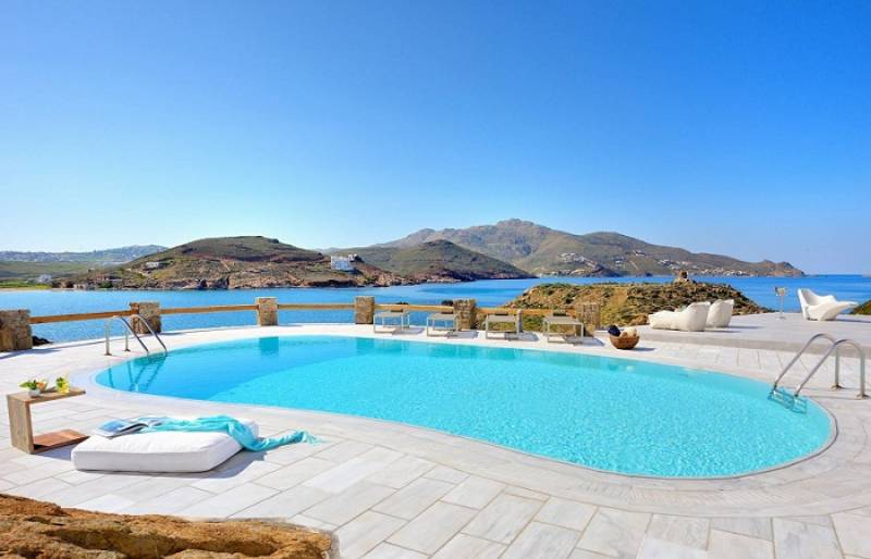 5 Mykonos villas for windsurfers